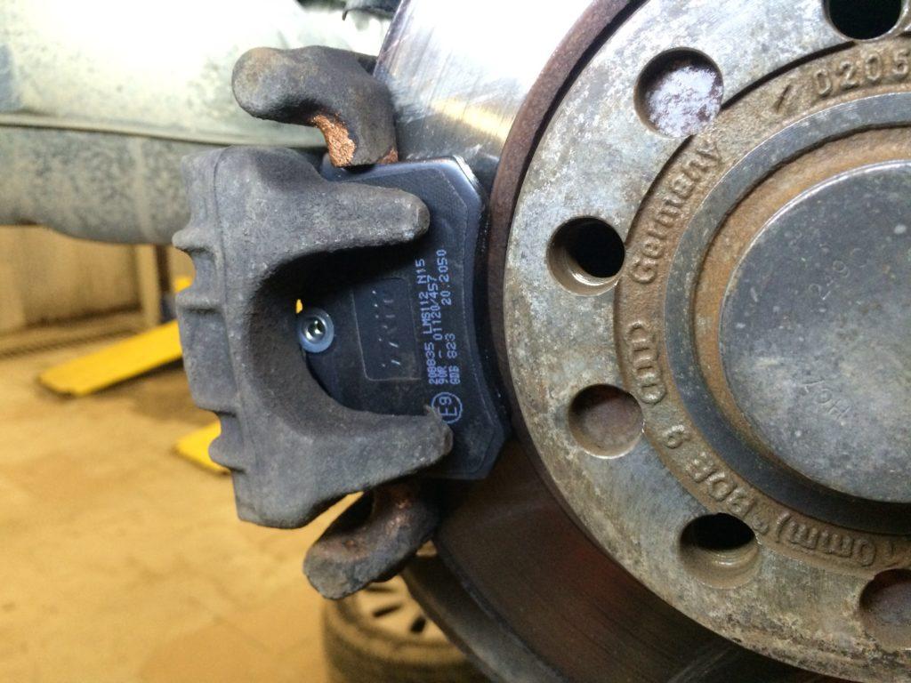 Замена колодок на Audi A4