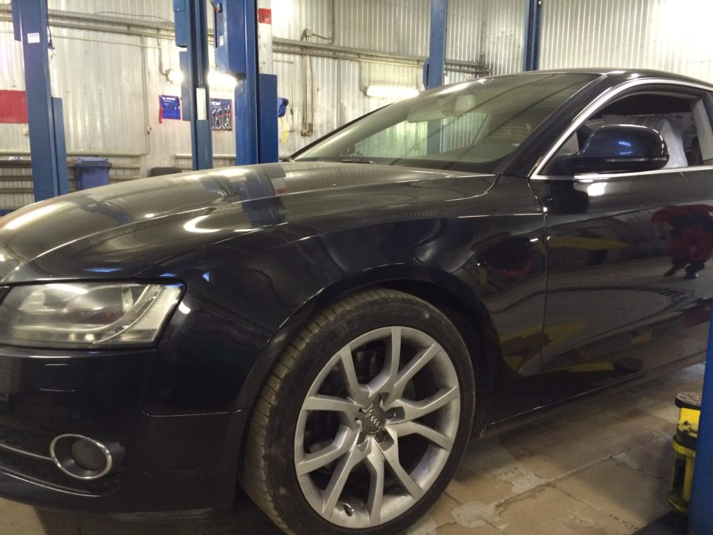 Прокатить эту Audi A5 вперёд водиночку не получилось