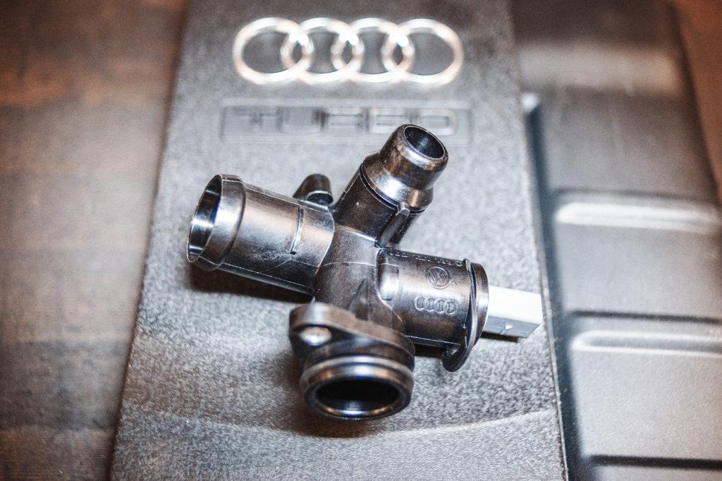 Новый тройник охлаждения Audi A4