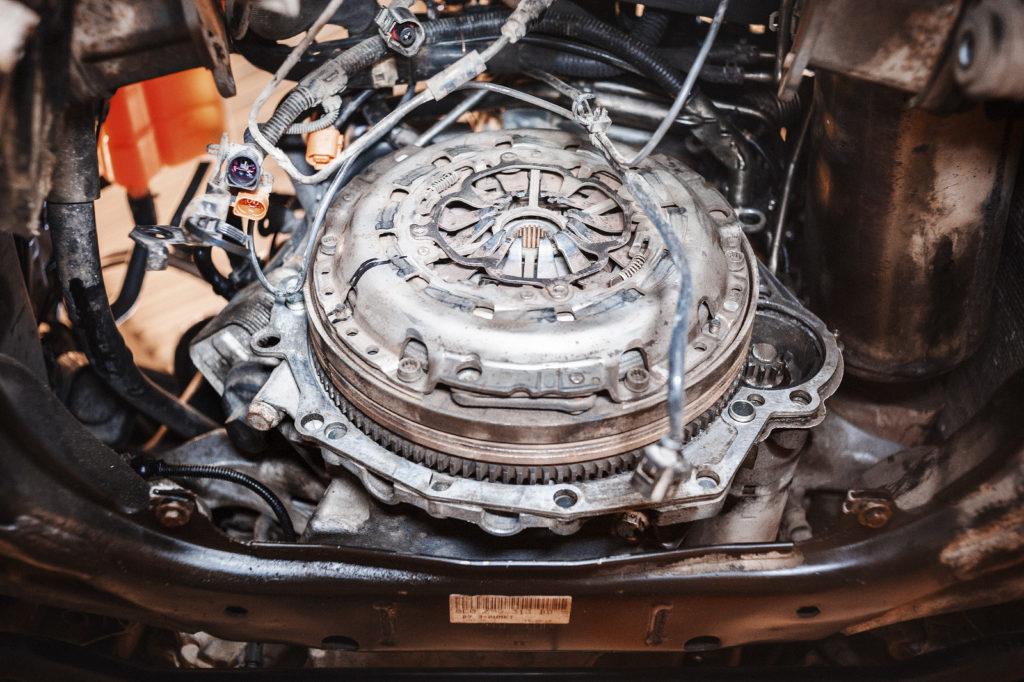 Audi A4 со снятой коробкой переключения передач