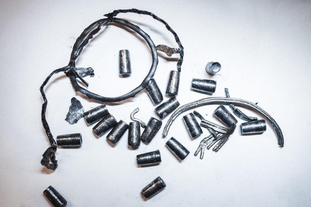 Остатки роликового подшипника и обоймы вторичного вала