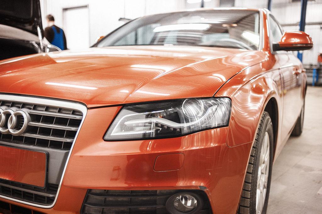 Audi A4 смотрит с благодарностью
