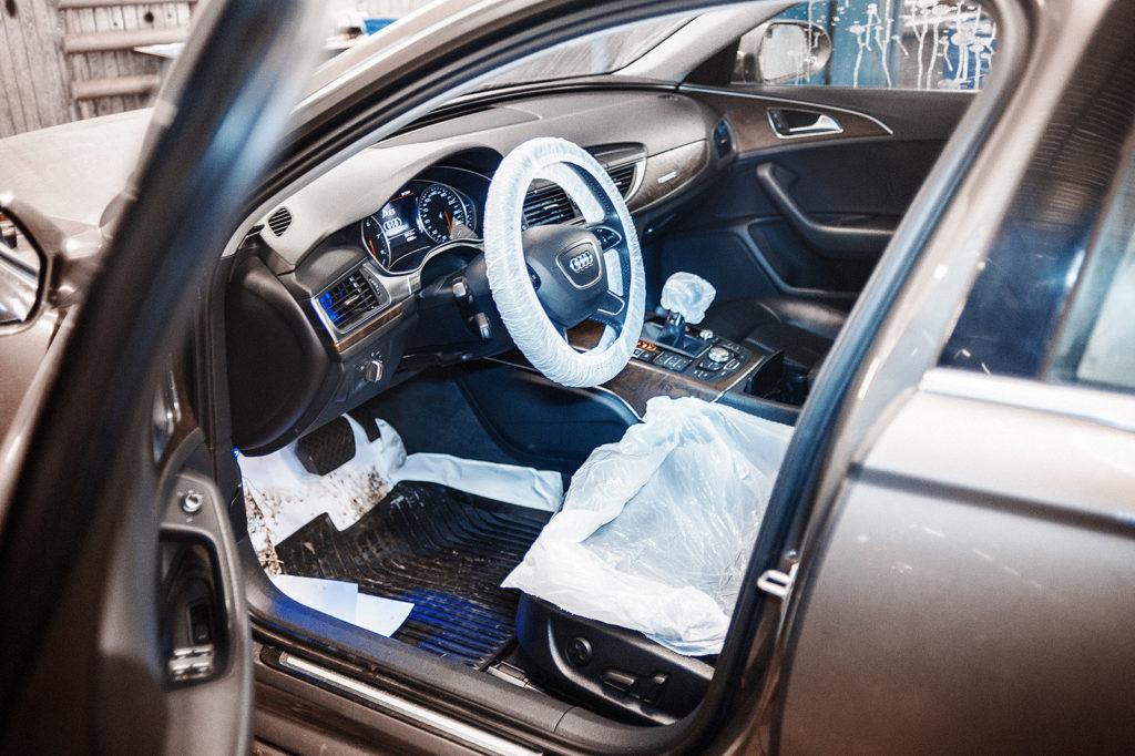 Обслуживание Audi A6 начинается с защитных чехлов