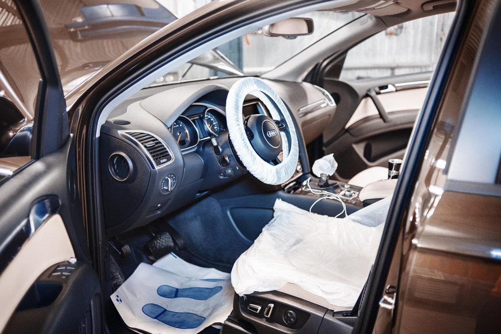 Чехлы в салоне – первое условие приёмки автомобиля