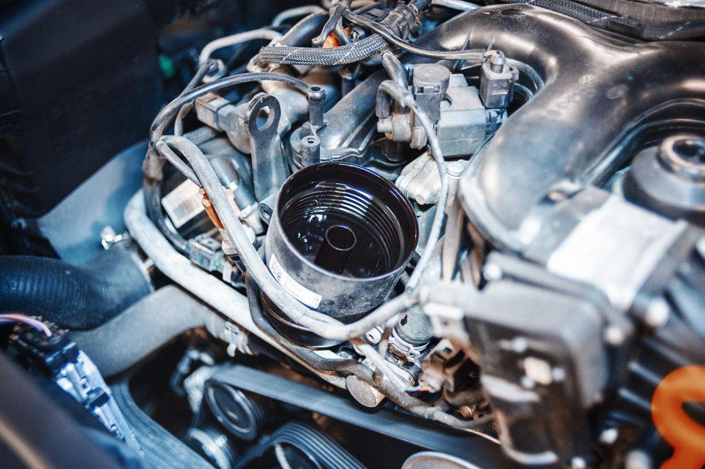 Установочная колба масляного фильтра Audi Q7