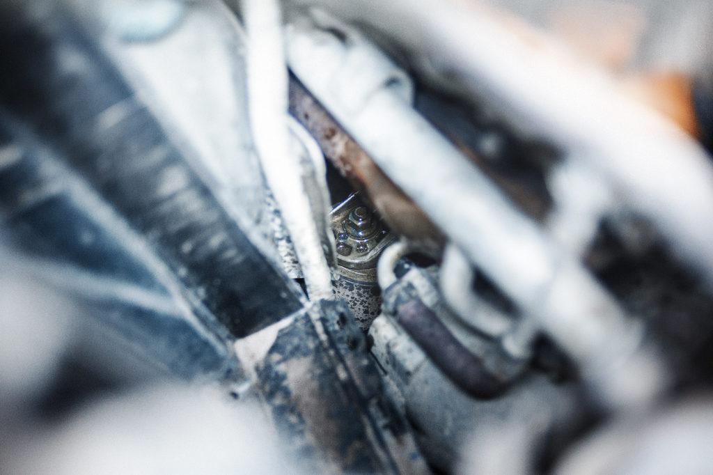 Гайка боковой подушки двигателя