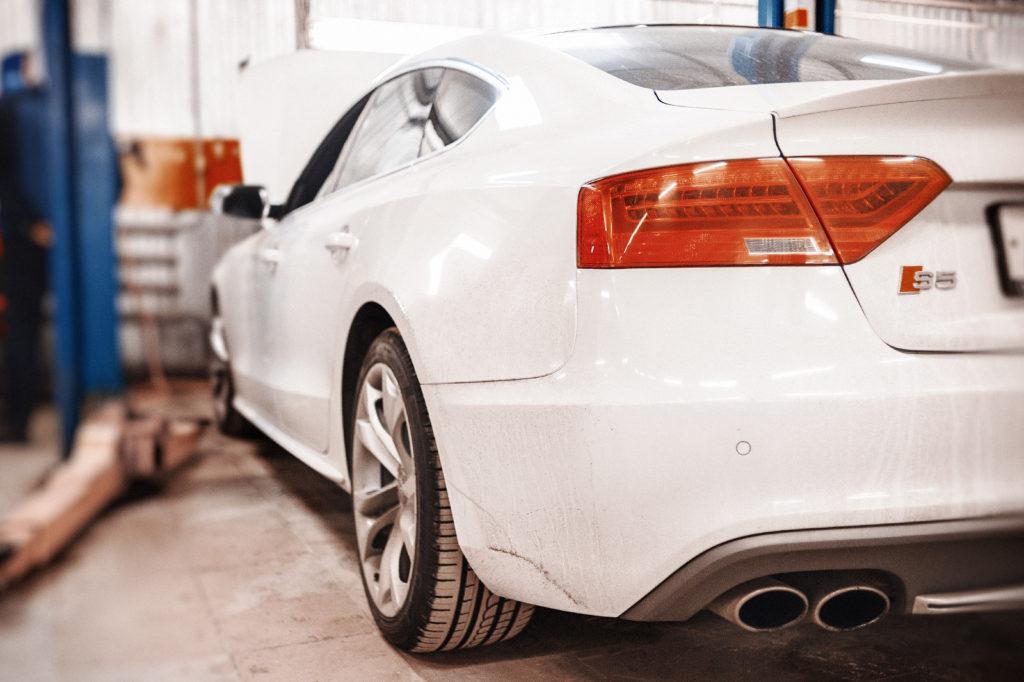 Красавица Audi S5 на техническом обслуживании