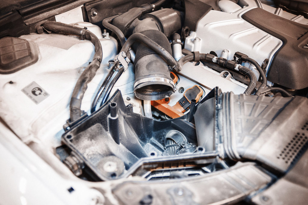 Снимаем воздушный фильтр Audi S5 в сборе
