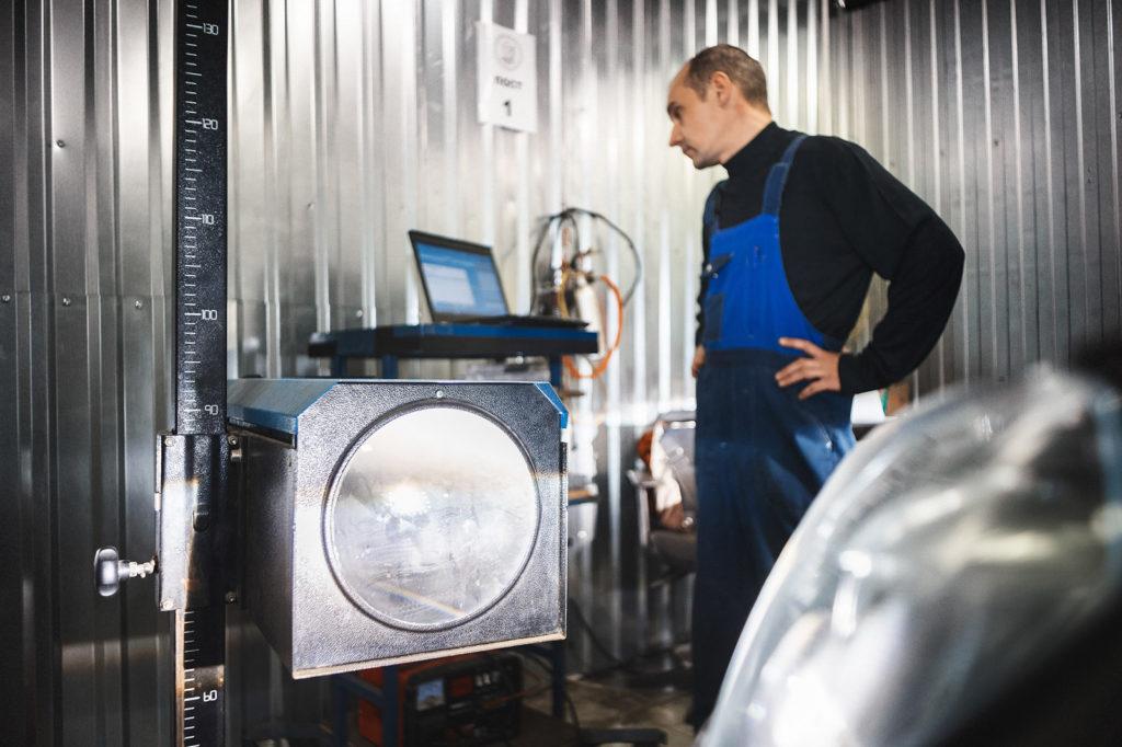 Обновляем версию прошивки и сбрасываем данные корректора фар Фольксваген Туарег до заводских