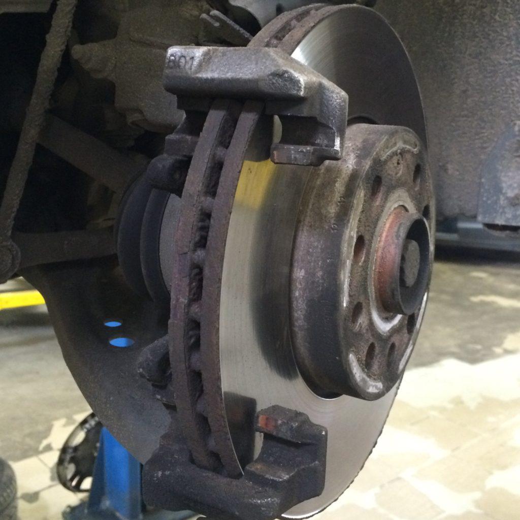 Тормозной диск без суппорта и колодок