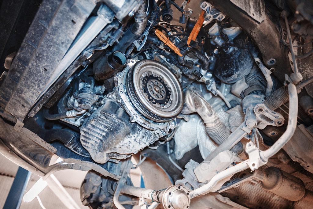 Вид на двигатель Passat CC без коробки