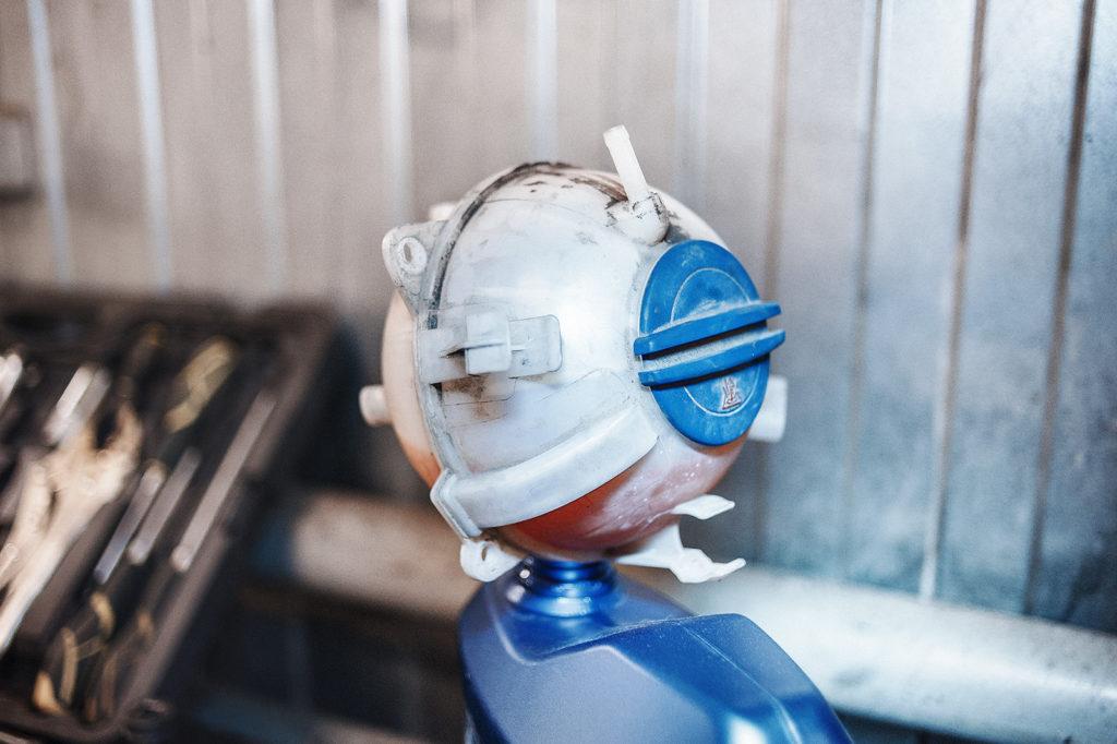 Бачок охлаждающей жидкости (антифриз)