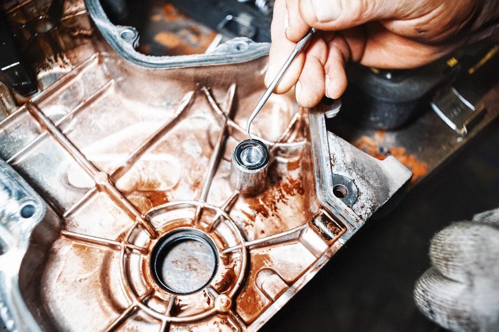 Извлекаем старые уплотнительные кольца