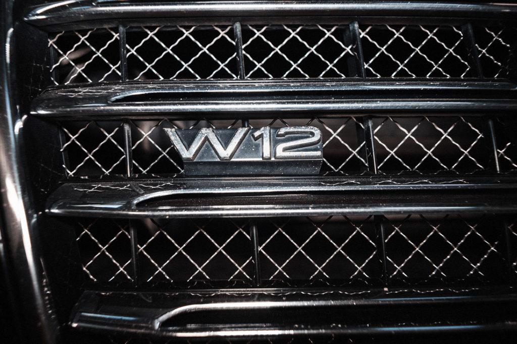 Audi A8L оснащён двигателем W12 6.3 литра - два V-образных двигателя в одном корпусе