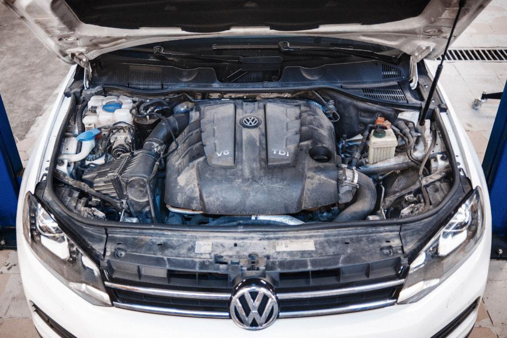 Даём немного остыть Volkswagen Touareg NF 3.0 TDI перед обслуживанием