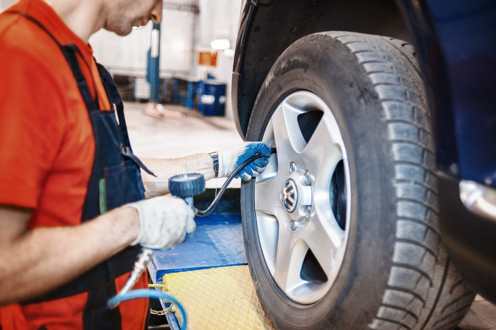 Накачиваем все колёса до регламентного давления