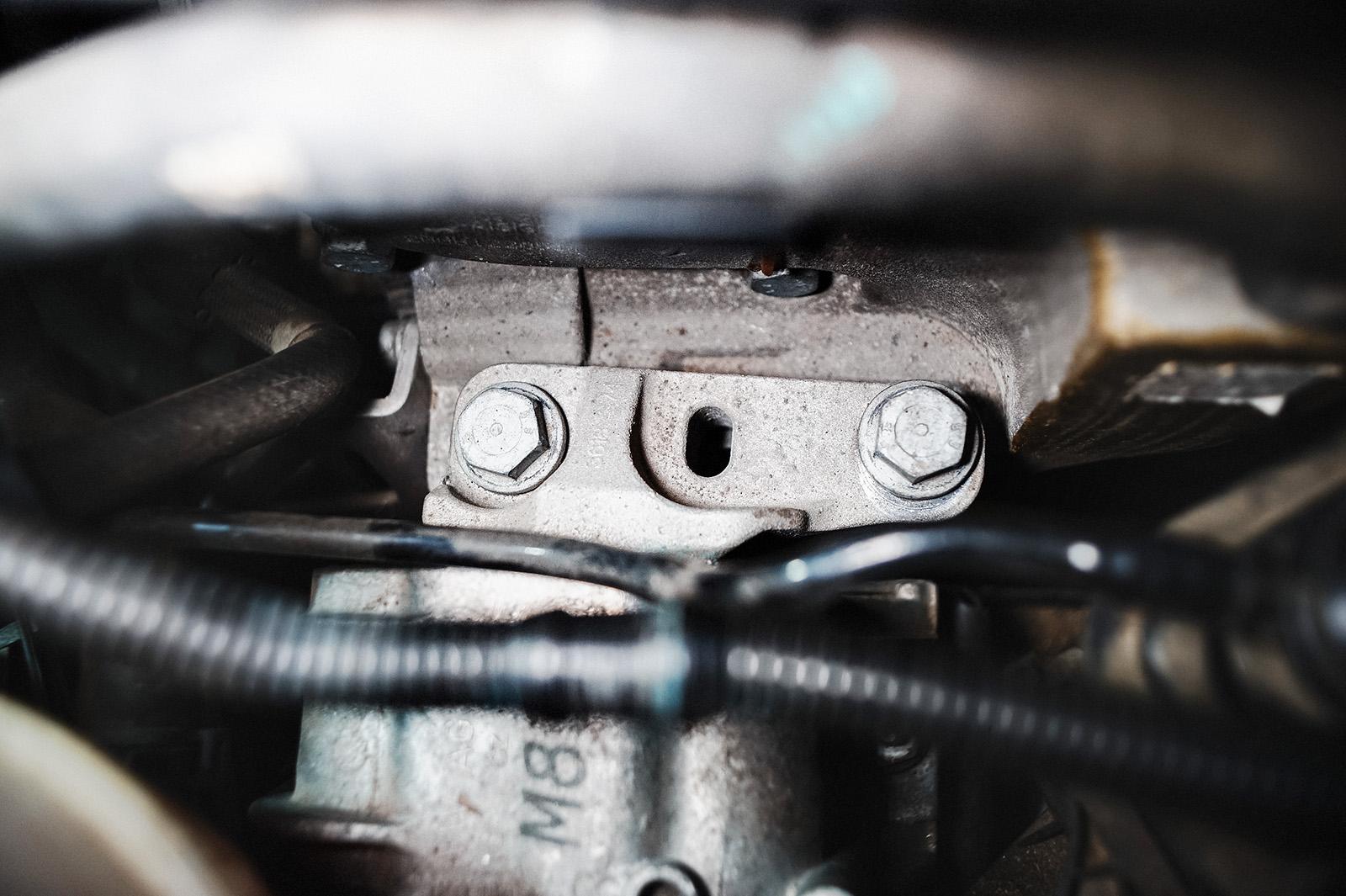 Вибрация двигателя Фольксваген Гольф всегда рядом, если опора двигателя прикручена без знаний