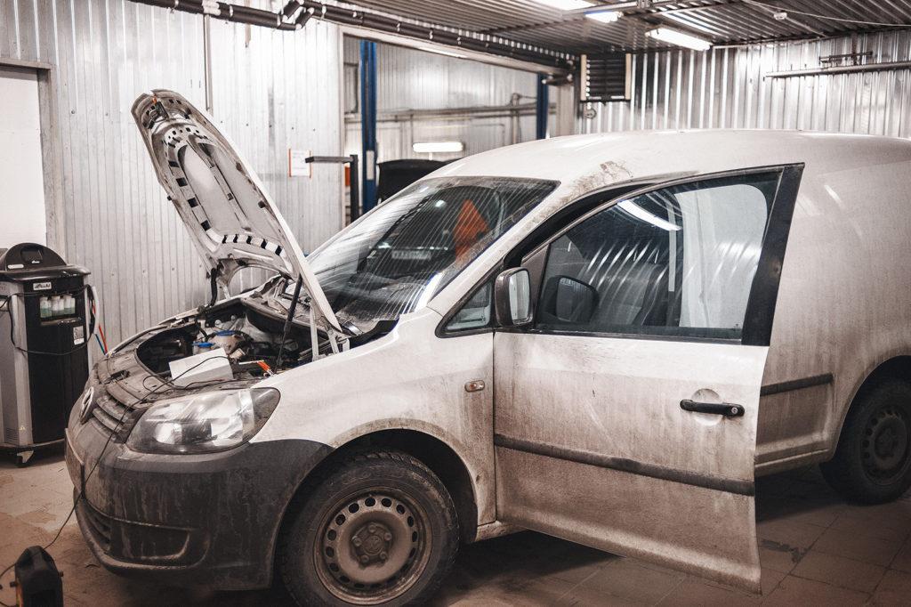 Volkswagen Caddy в автосервисе