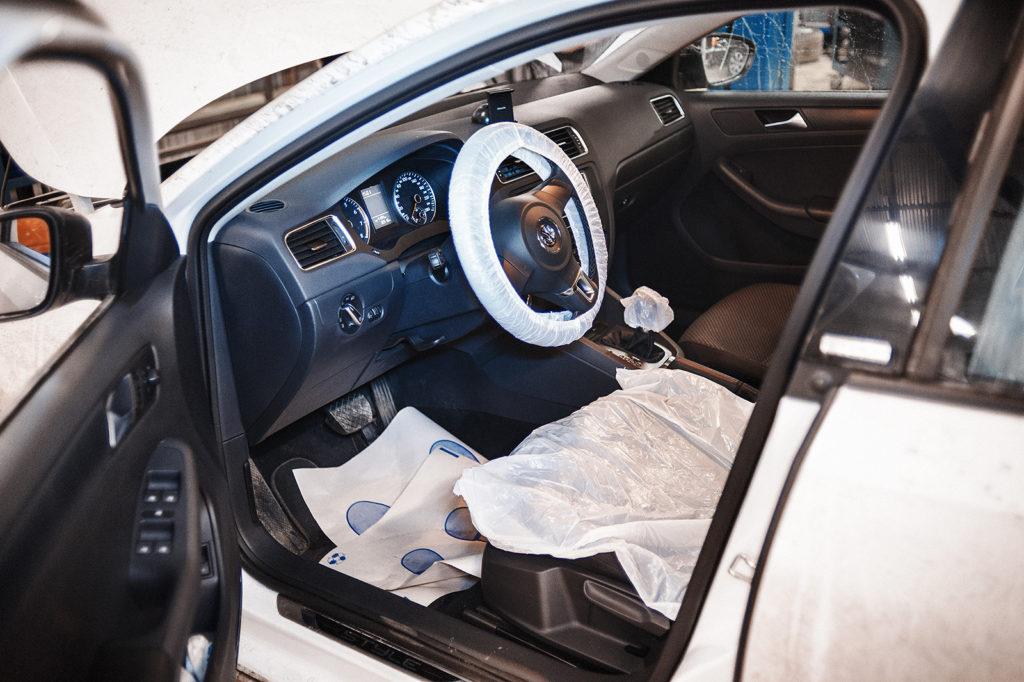 Техническое обслуживание Volkswagen Jetta начинается с защиты салона