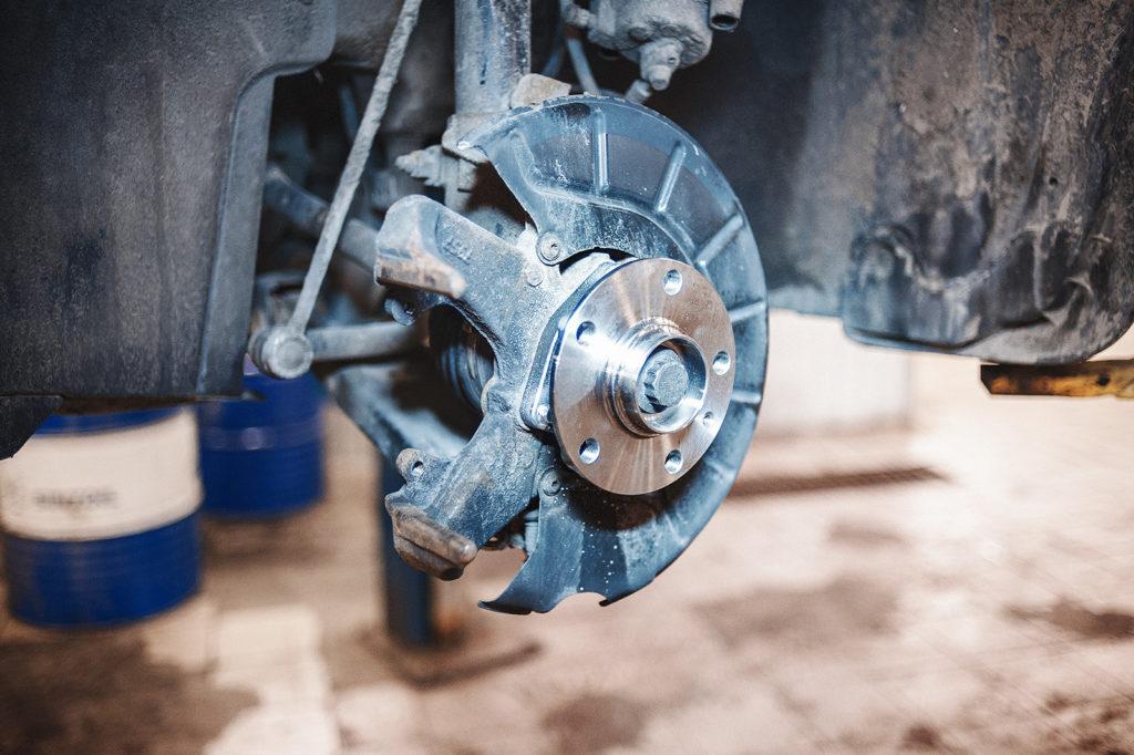 Передняя ступица Skoda Yeti в ожидании тормозной системы
