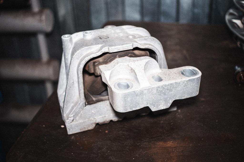 Познакомьтесь - опора двигателя Фольксваген Гольф