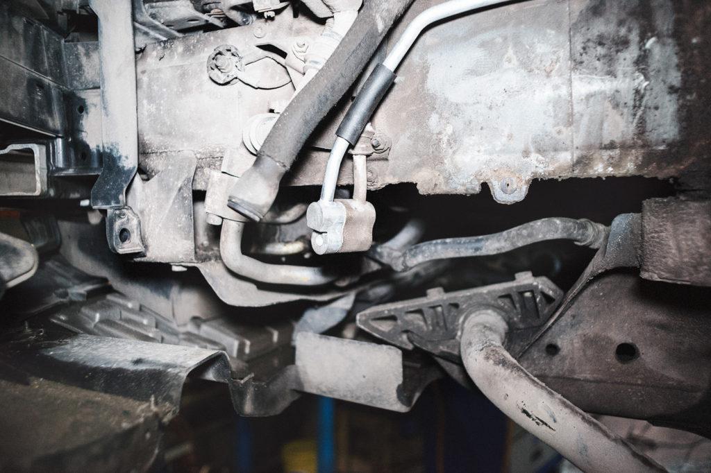Соединяем трубки кондиционера Ауди Q7